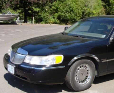 Blue Moon Limousine Towncar Service of Eugene service photo