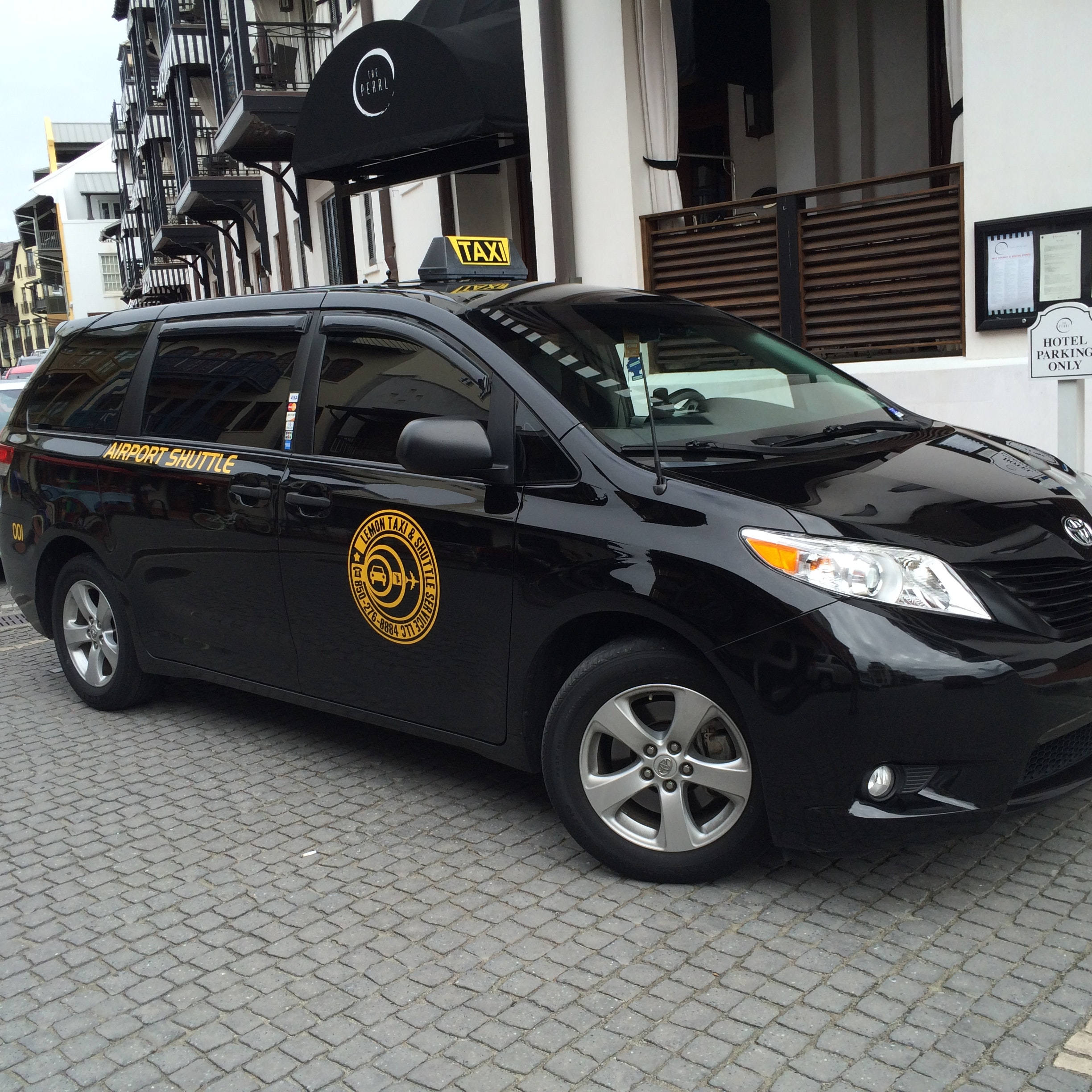 Lemon Taxi and Shuttle Service vehicle 1
