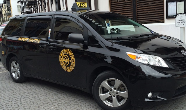 Lemon Taxi and Shuttle Service Private Airport Transfer